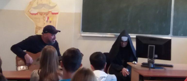 Siostra Teresa i Tomasz Budzyński w naszej szkole