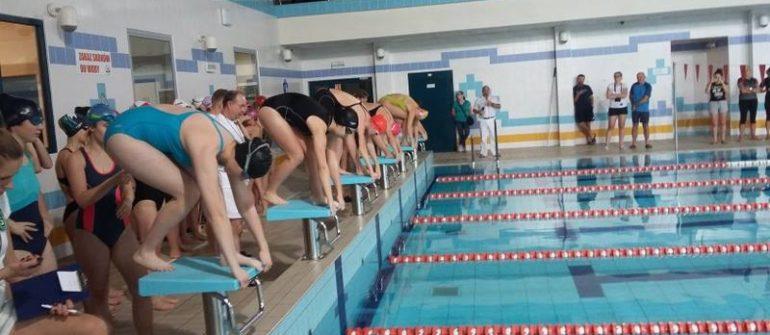 Dziewczyny z II LO ponownie mistrzyniami województwa w pływaniu
